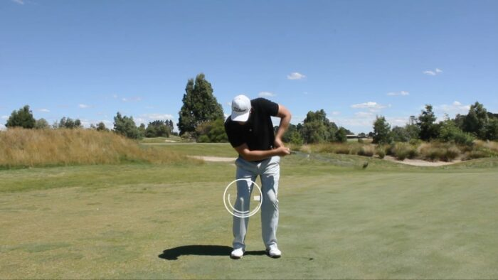 The correct body movement on chip shots
