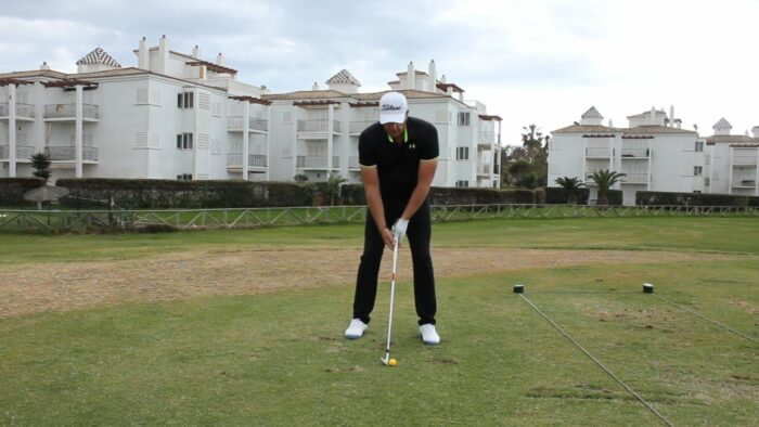 Over 90% of Beginners Lift up in the Backswing – Be Careful for This Disaster Move